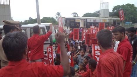 rsyf-maduravoyal-police-station-blockade (2)