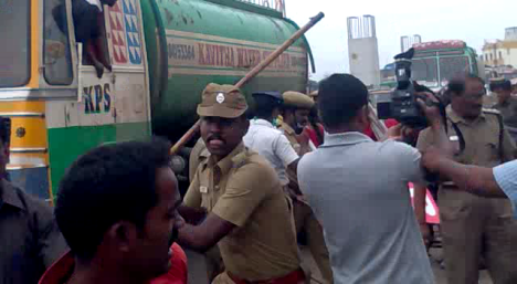 rsyf-maduravoyal-police-station-blockade (4)